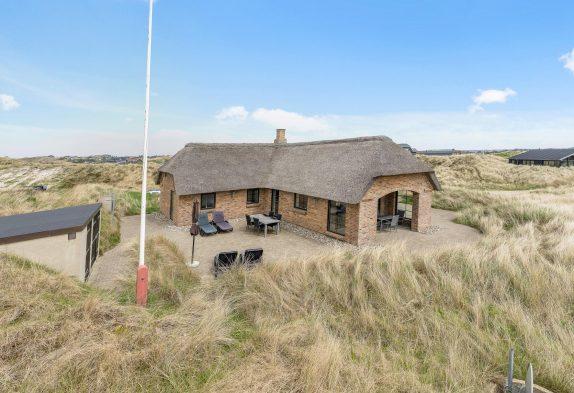 Strandnahes, modernes Ferienhaus mit schönen Terrassen