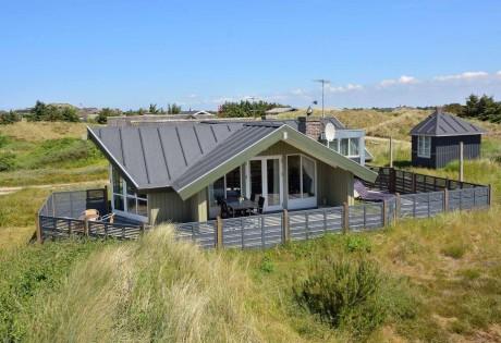 Dejligt velholdt feriehus tæt på hav og strand