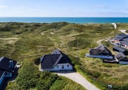 Ferienhaus in Søndervig auf hügeligem Naturgrundstück