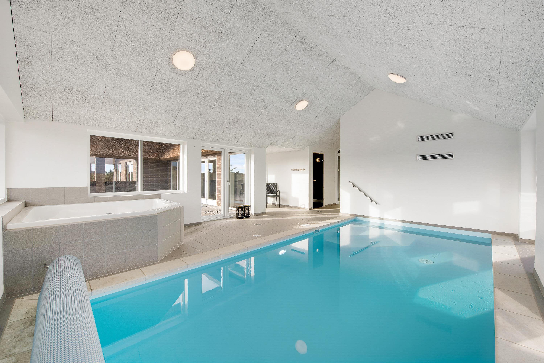 ferienhaus f r 18 personen mit pool und aktivit tsraum esmark. Black Bedroom Furniture Sets. Home Design Ideas