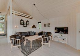 Helles und modernes Holzhaus in geschützter Lage (Bild 3)