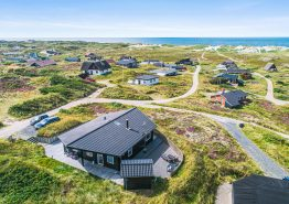 Charmerende og strandnært sommerhus med spabad og havudsigt (billede 3)