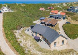 Nyt stilfuldt feriehus i Søndervig kun 50 meter fra stranden