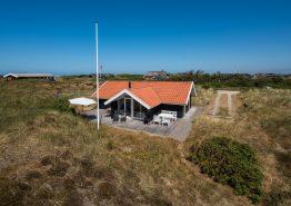 Strandferie i dejligt hus med brændeovn og hyggepotentiale