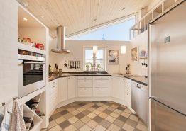 Lyst og åbent feriehus i Søndervig kun 250 meter fra havet (billede 3)