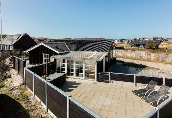 Hyggeligt feriehus i hjertet af Søndervig med gode terrasser