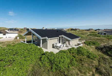 Charmerende feriehus tæt på klitlandskab og ferieby