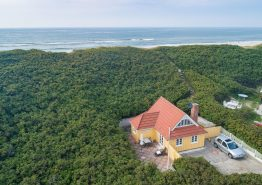 Ferienhaus m. schöner Terrasse und eigenem Strandzugang