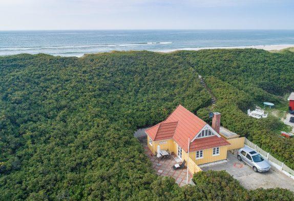 Dejligt feriehus med skøn terrasse og unik beliggenhed