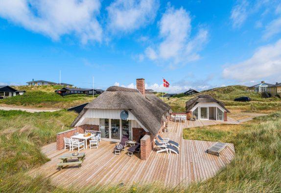 Strandnahes Nichtraucherhaus mit großer Terrasse