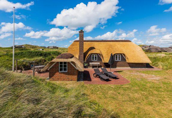 Stråtækt feriehus i Søndervig med sauna og 350m til havet