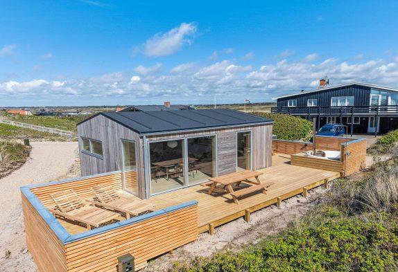Modernes Zweistöckiges Ferienhaus im Herzen von Søndervig mit Sauna 150 Meter Strandentfernung