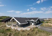 Flot sommerhus tæt på havet og Søndervig