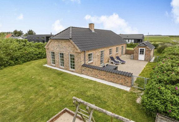 Gepflegtes Steinhaus mit Terrasse nahe an Søndervig