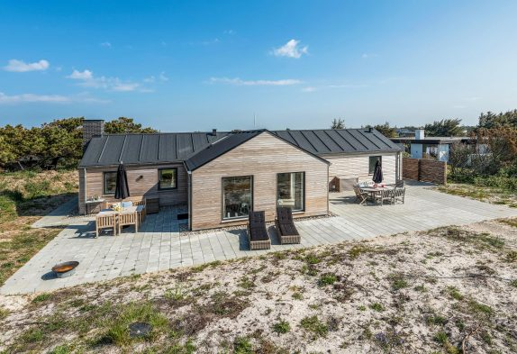 Nyt 5-stjerne-feriehus i Søndervig med sauna tæt på stranden