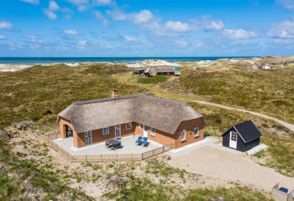 Reetgedeckte Ferienhausidylle, Panoramaaussicht, 200 m zum Strand