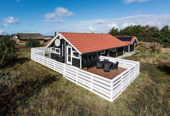 Dejligt og velholdt feriehus med skøn stor terrasse