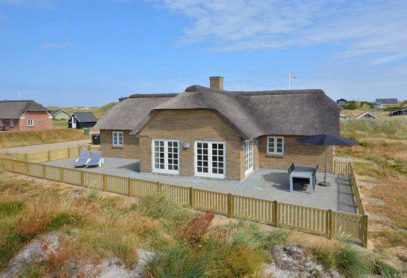 Schönes Ferienhaus mit Reetdach, Wärmepumpe & Sauna