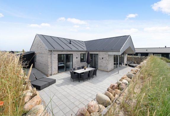 Luksuriøst feriehus nær hav og by med sauna, spa og gratis strøm