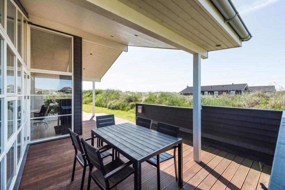 luxushaus f r gro e familien grill auf der terrasse. Black Bedroom Furniture Sets. Home Design Ideas