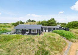 Pragtfuldt sommerhus i Søndervig med sauna og petanquebane. Kat. nr.: iW1169, Holmsborgvej 16;