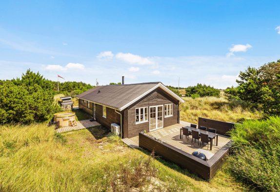 Hell, modern und freundlich eingerichtetes Ferienhaus in Søndervig