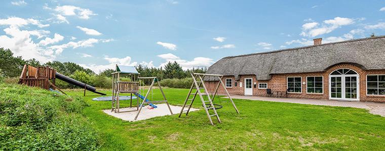 Ferienhaus mit Spielplatz für Kinder in Dänemark