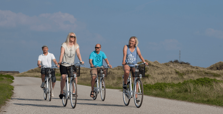 Venner på cykeltur til deres sommerhus i Houstrup.