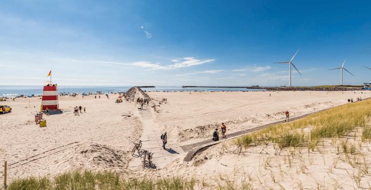 Stor strand tæt på sommerhusene i Hvide Sande.