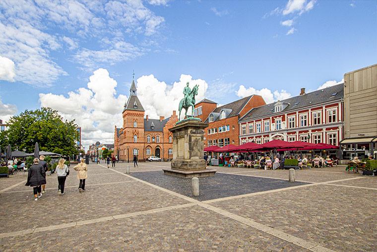 Marktplatz in Esbjerg - der Torvet mit Statue von Christian IX