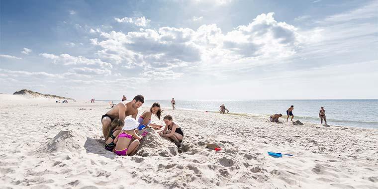Sandslotbyggeri i Danmarks største sandkasse ved Vesterhavet