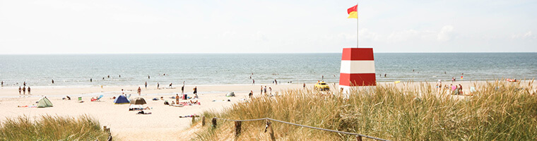 Rettungschwimmerturm am Strand in Dänemark