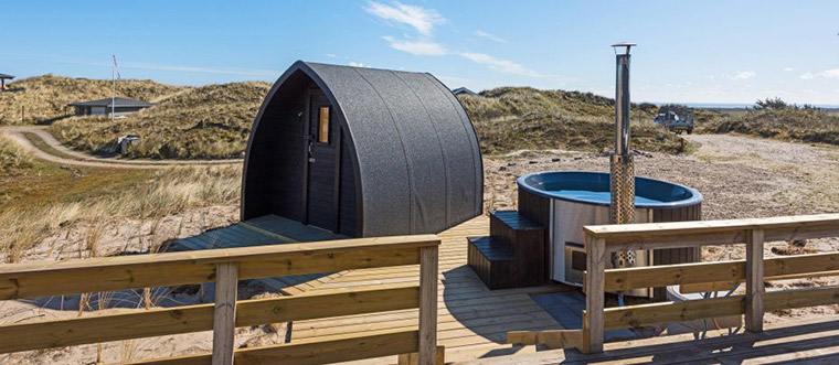 Ferienhaus mit Badezuber in Dänemark