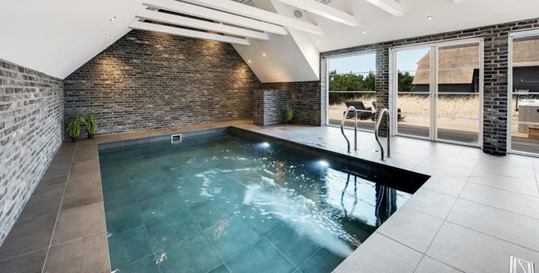 Ferienhaus mit Pool im Winter in Dänemark