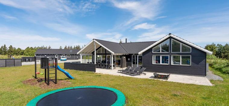Ferienhaus mit Trampolin fuer Kinder in Dänemark