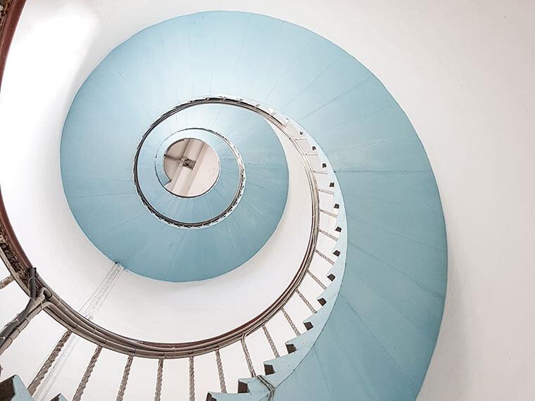 Treppe im Leuchtturm Lyngvig Fyr