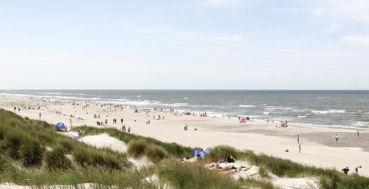 Nyd den gode strand med et sommerhus ved Vejers Strand